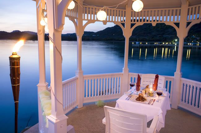 4-fabulous-honeymoon-hotspots-in-antigua-StJamesClubandVillasGazeboDinner