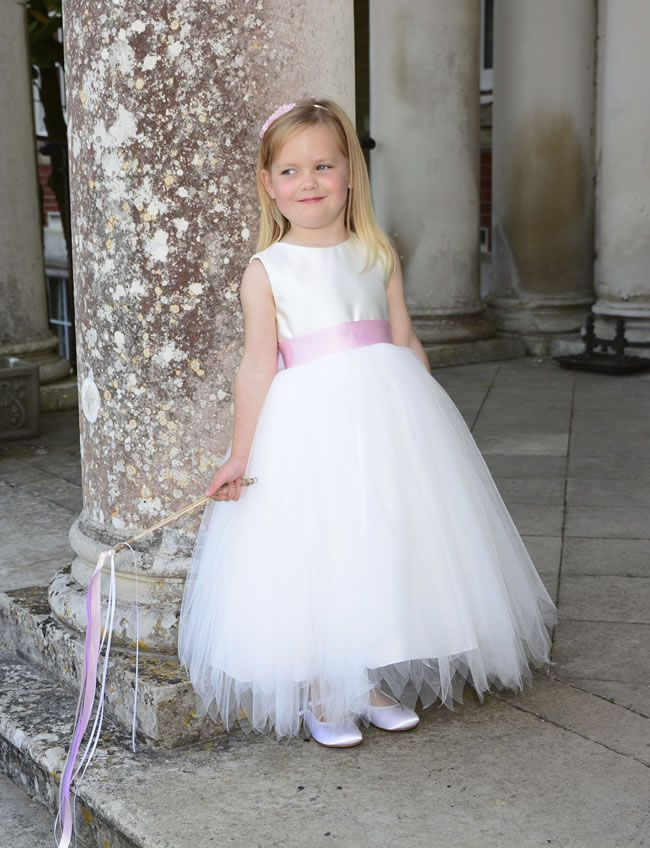 8-beautiful-bridesmaid-flowergirl-and-pageboy-trends-for-summer-2014-IMAGE-1