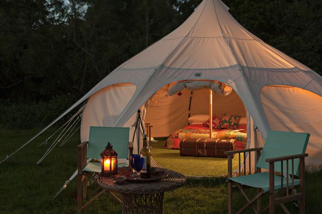 8-glamping-hen-parties-for-the-boho-bride-to-be-Munday's-Meadow-Exterior-Night