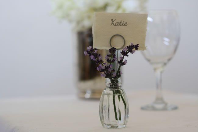 8-of-the-best-wedding-favour-ideas-for-autumn-Bud-Vase-Name-Card-Holder-£12-for-4-The-Wedding-of-my-Dreams-