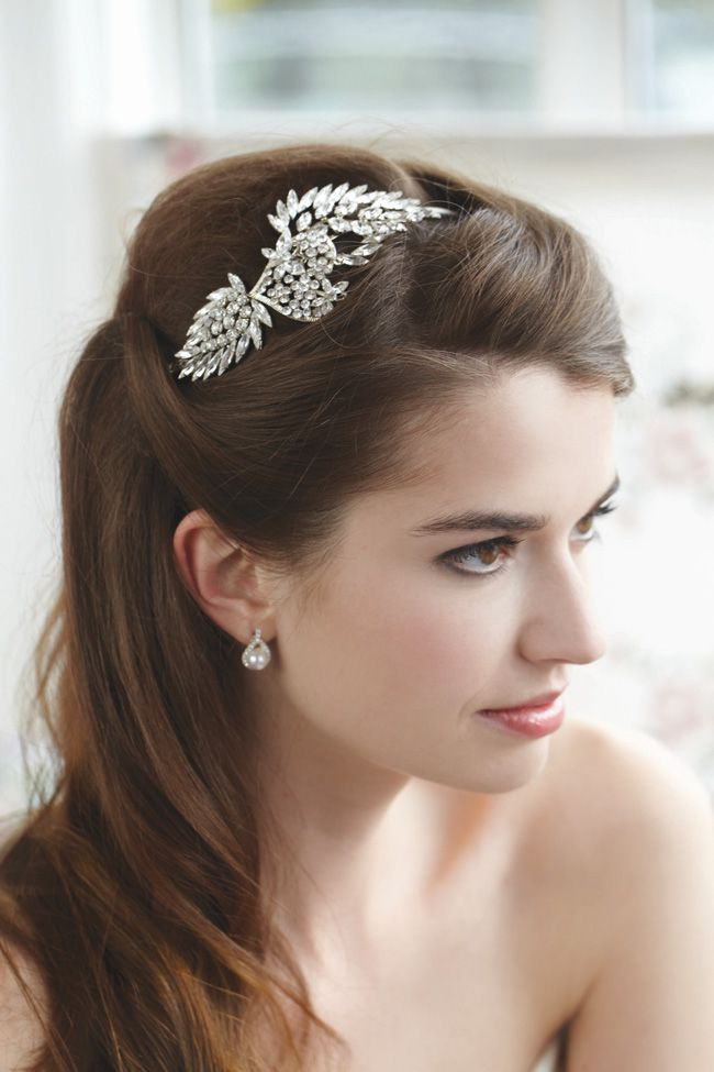 9-failsafe-ways-to-pick-the-perfect-bridal-accessories-Tiara