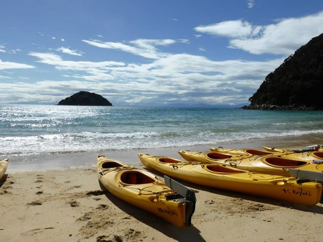 be-inspired-by-this-adventure-filled-real-life-honeymoon-in-new-zealand-Abel-Tasman-sea-kayaking-Boxing-Day
