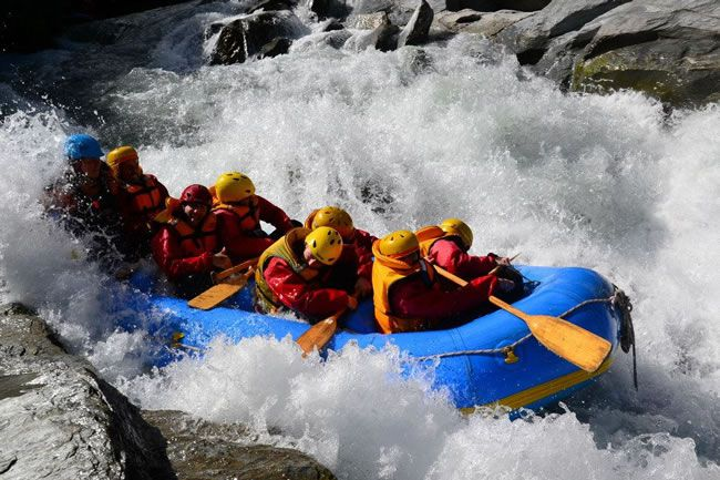 be-inspired-by-this-adventure-filled-real-life-honeymoon-in-new-zealand-White-Water-rafting-Queenstown