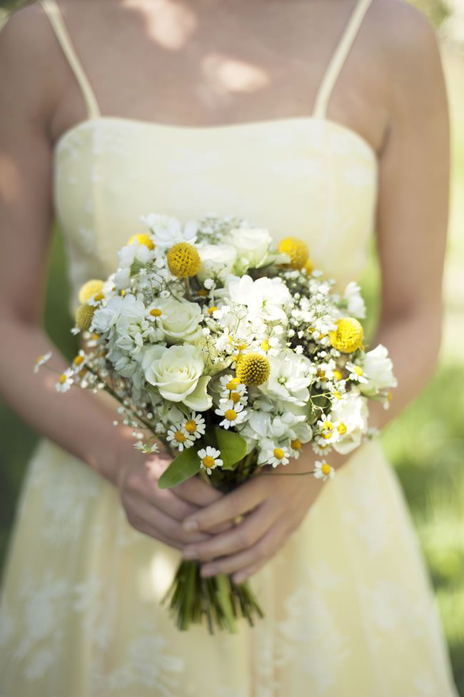 create-a-rustic-wedding-theme-with-a-summery-burst-of-yellow-DSC_8121