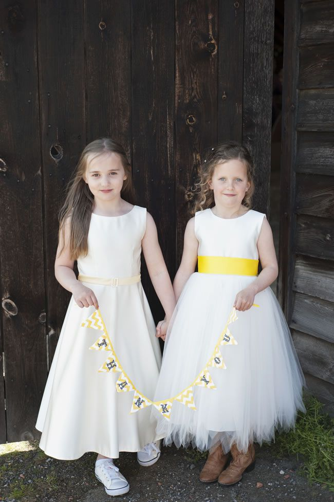create-a-rustic-wedding-theme-with-a-summery-burst-of-yellow-DSC_8389
