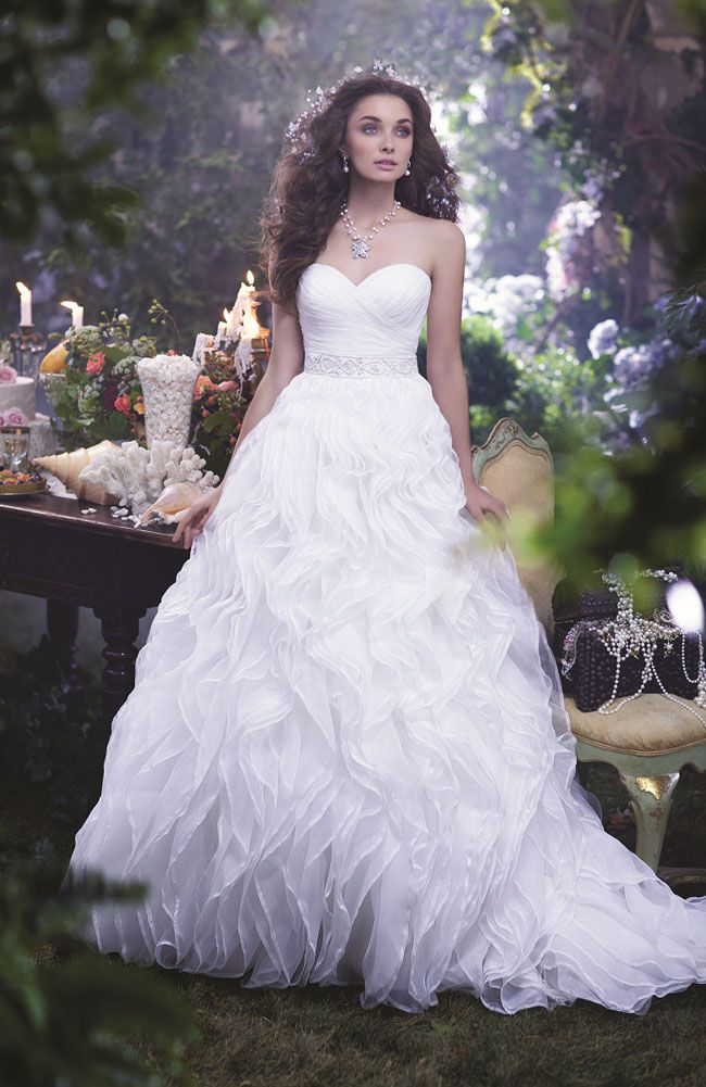 find-the-perfect-wedding-dress-for-your-personality-style-and-shape-ARIEL_201