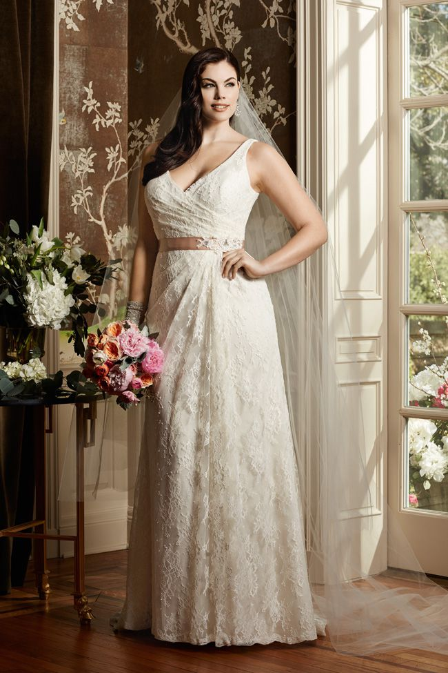 find-the-perfect-wedding-dress-for-your-personality-style-and-shape-WTOOCURVE_F14_13118_010_a