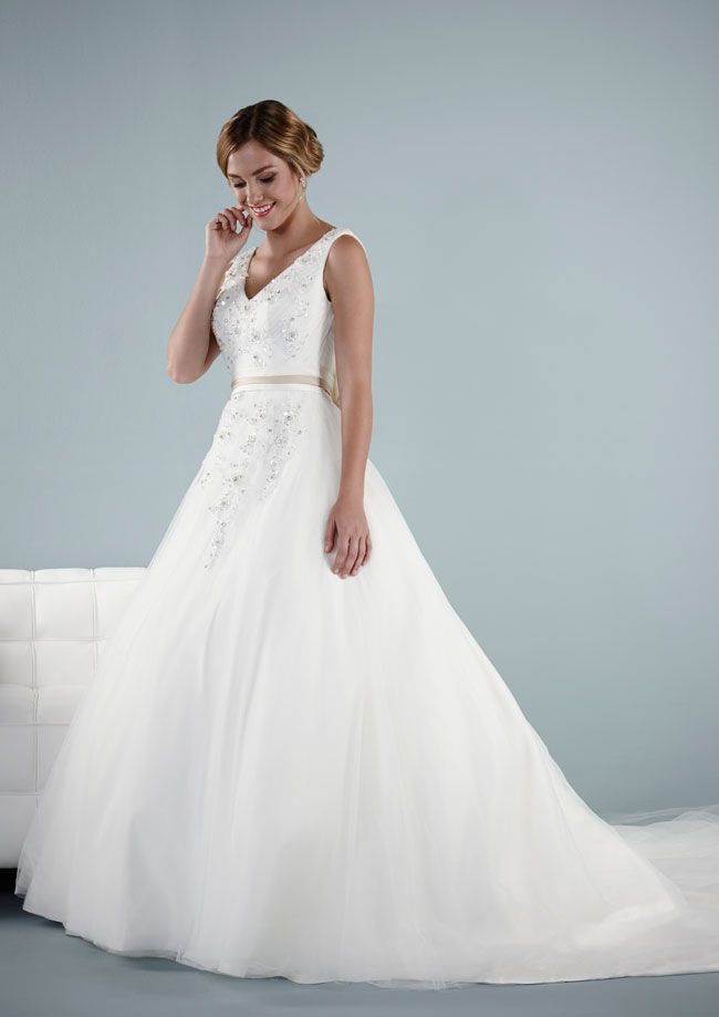 find-the-perfect-wedding-dress-for-your-personality-style-and-shape-bailey-pure