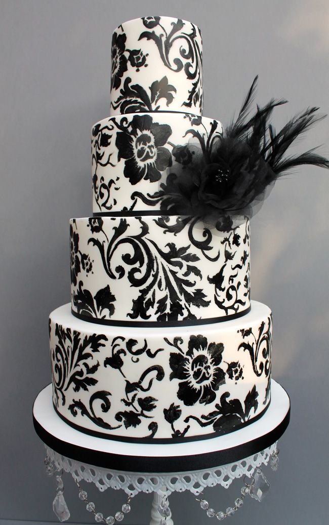 how-much-wedding-cake-do-you-need-find-out-here-B&W