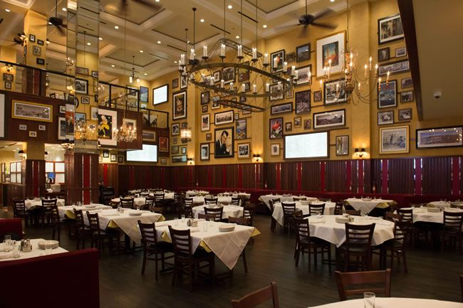 how-to-have-the-vegas-wedding-of-a-lifetime-Carmine's-Dining-Room