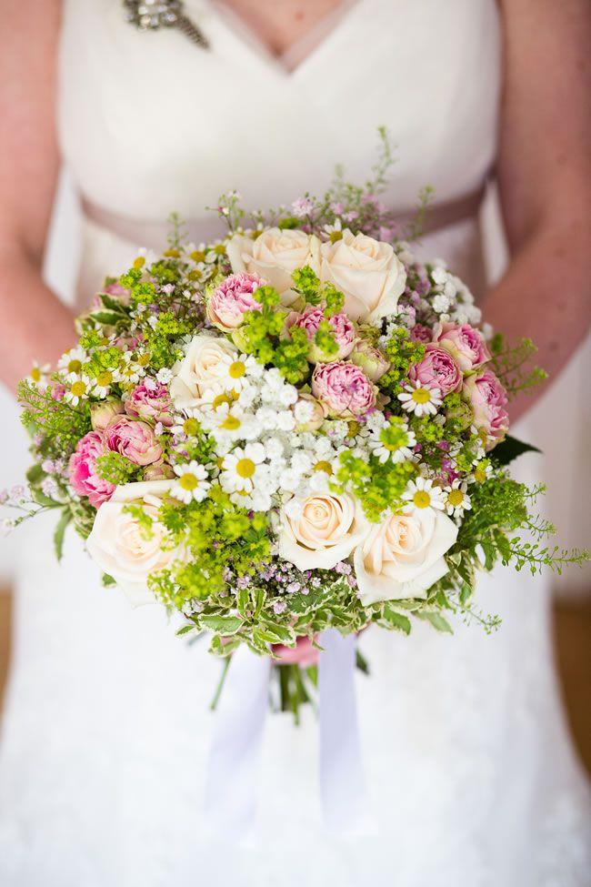 Laura and Kieren's country garden wedding © dominicwhiten.co.uk