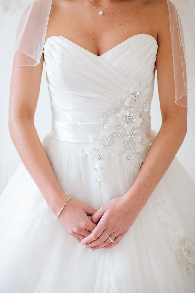 new-website-protects-budget-brides-from-fake-wedding-dresses-Bridal-Traders-marriageisthebomb.com