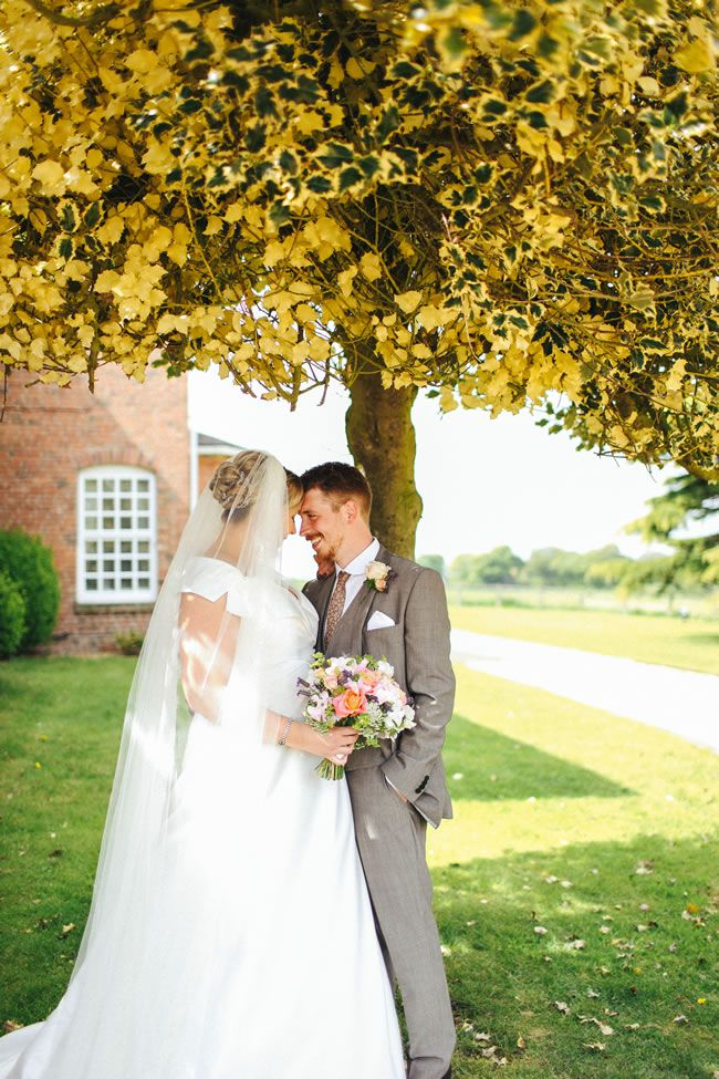 Rebecca and Luke's vintage wedding © dotmoxee.com