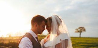 Rebecca and Luke's vintage wedding © dotmoxee.com