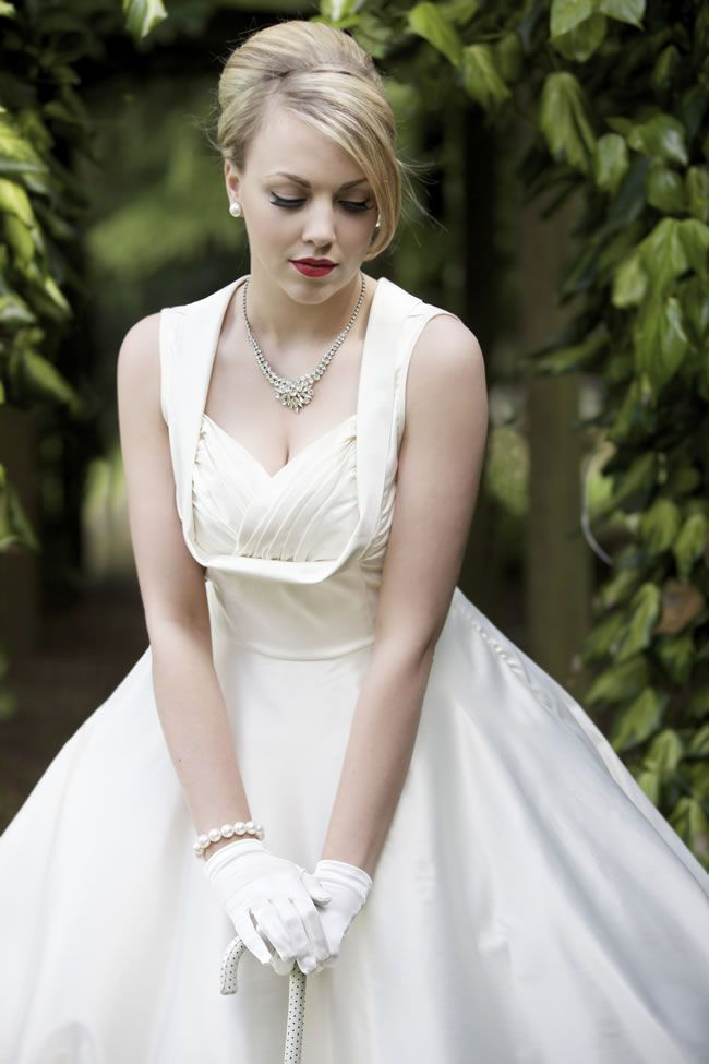 Swoon Over This Elegant 1950s Wedding Photoshoot On A Budget