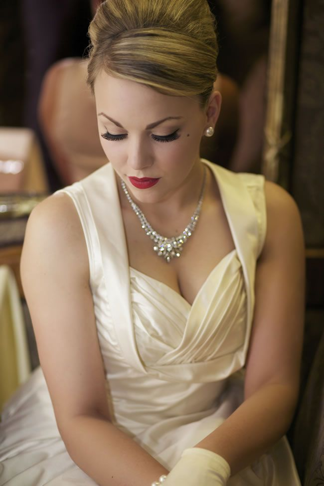 swoon-over-this-elegant-1950s-wedding-photoshoot-on-a-budget-5