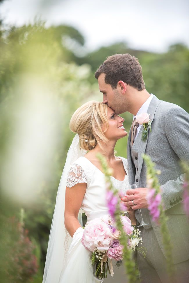 13-emotional-wedding-photos-guaranteed-to-make-your-mum-cry-A-Forehead-Kiss-dominicwhiten.co.uk