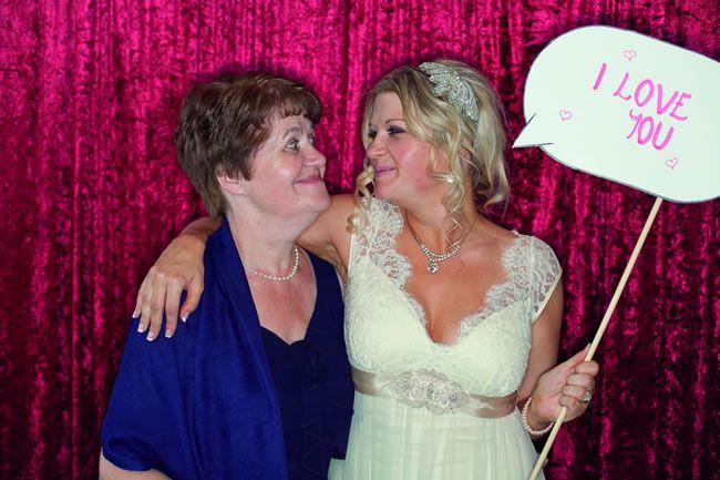 13-emotional-wedding-photos-guaranteed-to-make-your-mum-cry-A-Funny-Photo-of-You-Together-jesspetrie.com