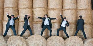 14-fun-wedding-photo-ideas-for-your-groomsmen-bluelightsphotography.co.uk-featured