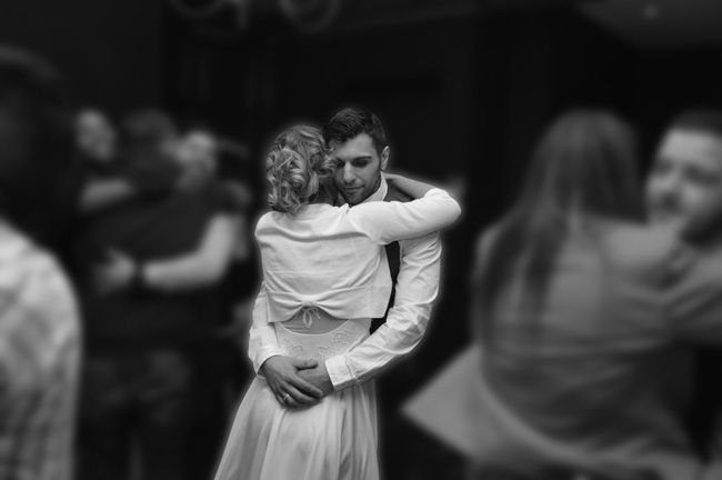 9-things-couples-forget-when-booking-a-wedding-photographer-dance