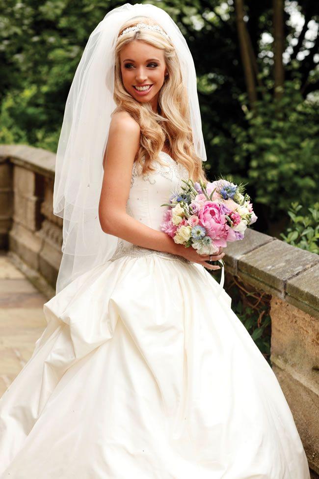 Charlotte and Alex's secret garden wedding © annafowler.com
