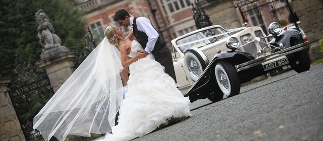 perfect-wedding-planning-tips-from-qhotels-crewe-car-couple