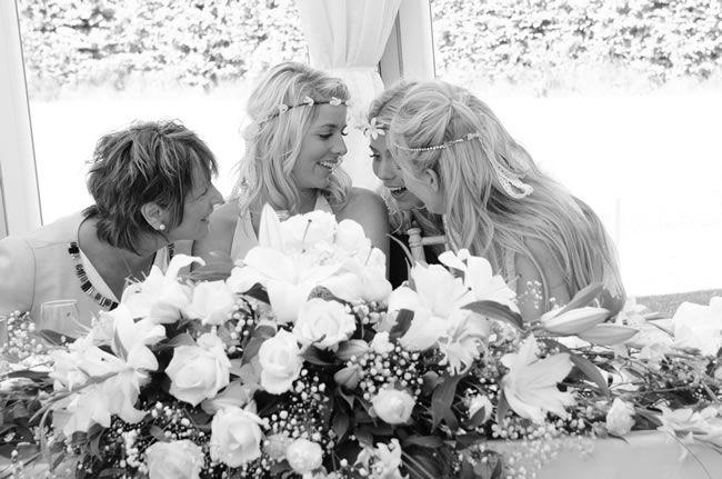 we-love-sophie-and-pauls-flower-filled-festival-wedding-zarapricephotography.com-momento-online.com--455spbbw