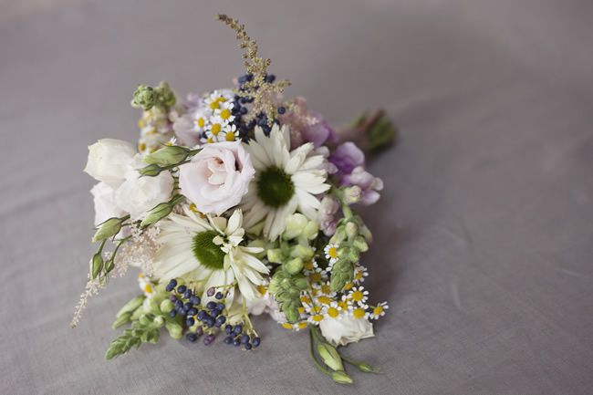 need to save money on your wedding flowers try this