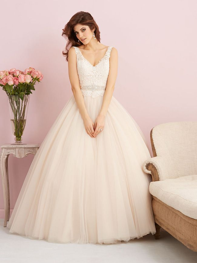 looking-for-vintage-lace-wedding-dresses-youll-love-allure-romance-2750F