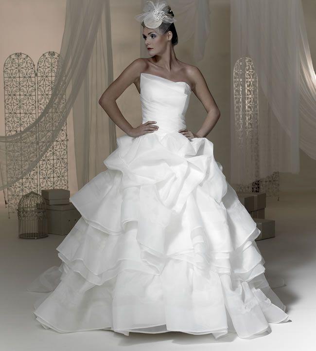 Phoenix\'s 2015 Baroque wedding dress collection is here