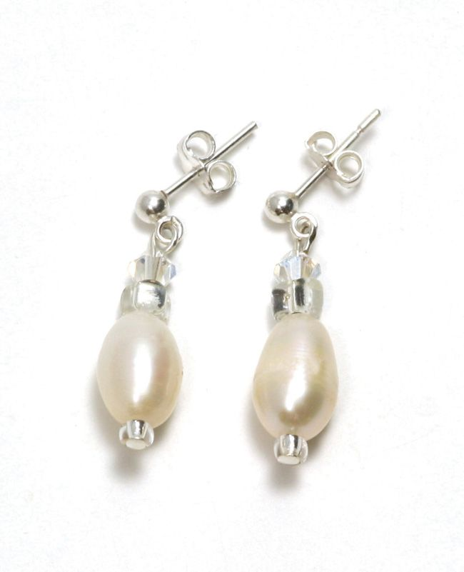 real-brides-reveal-how-they-found-their-perfect-bridal-accessories-Moonlight-Drop-Earrings-ú19.50