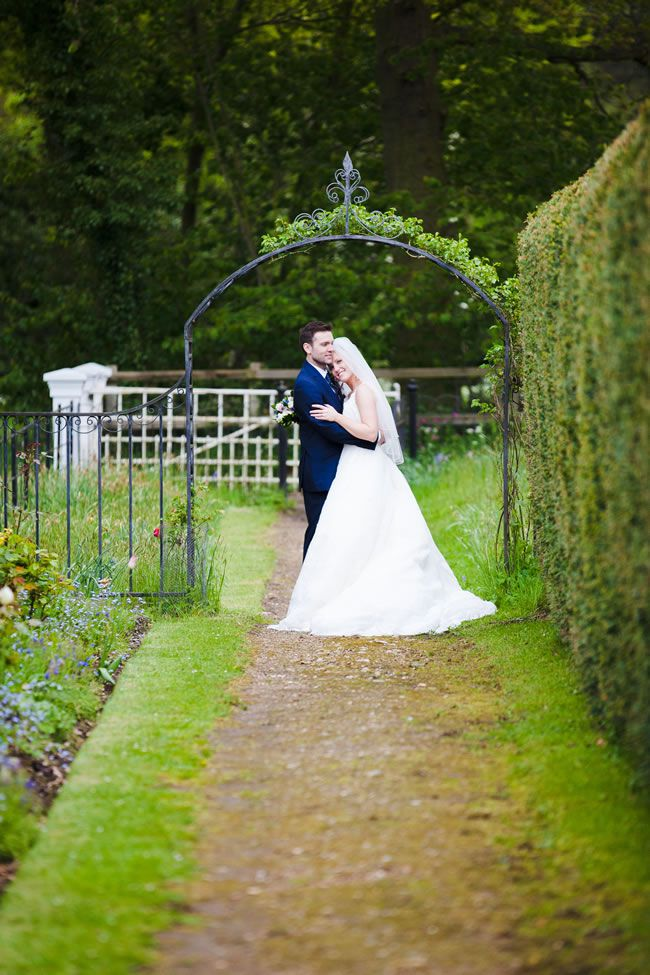A traditional white wedding with a cosy village feel © Tatum Reid Photography