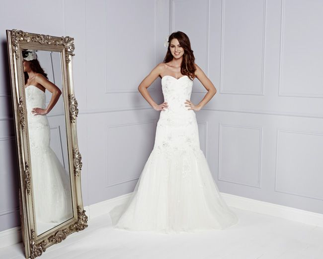 see-the-best-in-british-bridal-designs-at-the-wedding-fair-excel-ADRIANNE-by-amanda-wyatt