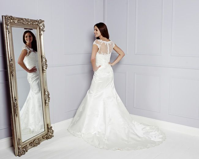 see-the-best-in-british-bridal-designs-at-the-wedding-fair-excel-AMARI-Back