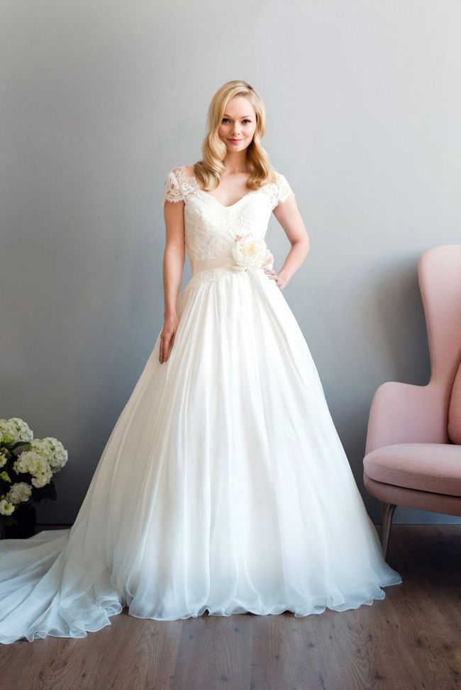 see-the-best-in-british-bridal-designs-at-the-wedding-fair-excel-Ava-by-Naomi-Neoh