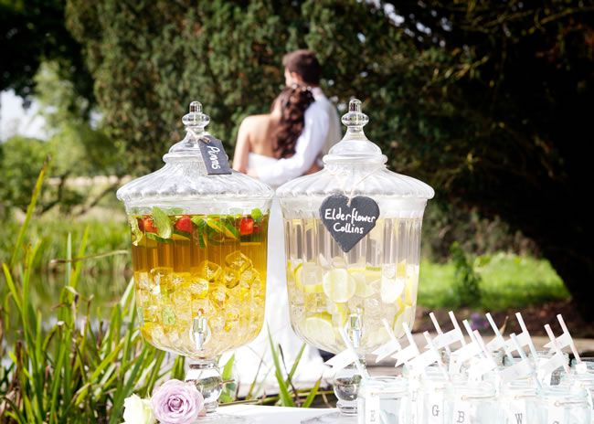 wedding-gateway-budget-tips-Nerissa Eve Weddings www.leicestershireweddingsupplier.co.uk drinks dispenser hire from £30 (pic5)
