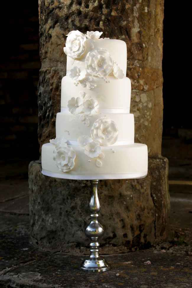 wedding-gateway-budget-tips-Sadie May Cakes www.durhamweddingsupplier.co.uk.jpg 2