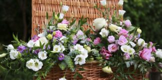 wedding-gateway-budget-tips-The House of Flowers www.surreyweddingsupplier.co.uk