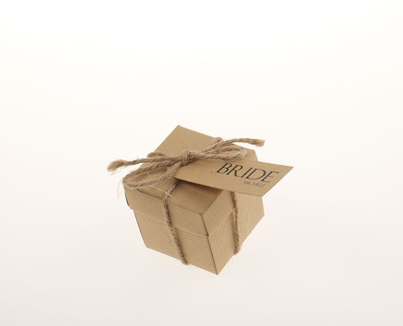 whyte-weddings-budget-friendly-4. www.whyteweddings-uk.com, Faye Favour Box & Name Tag, ú2.95 (2)