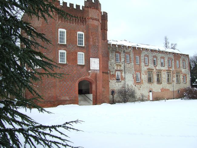 CHWV-winter-venues-Farnham Castle - Snow 2009 048
