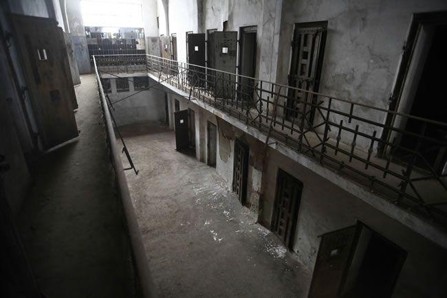 halloween-chillisauce-Prison
