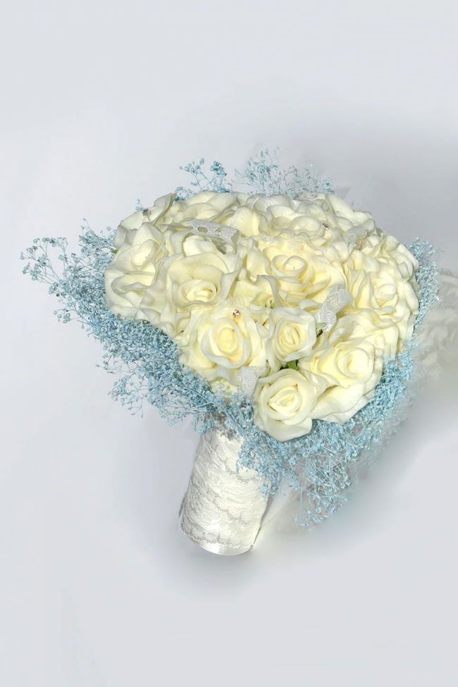 silk-blooms-winter-wedding-anamaria-rose-gypsophila-heart-bride_4