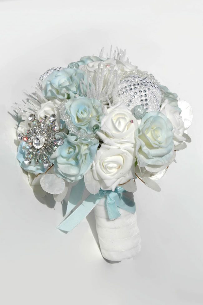 silk-blooms-winter-wedding-gabrielle-blue-white-rose-bride_4