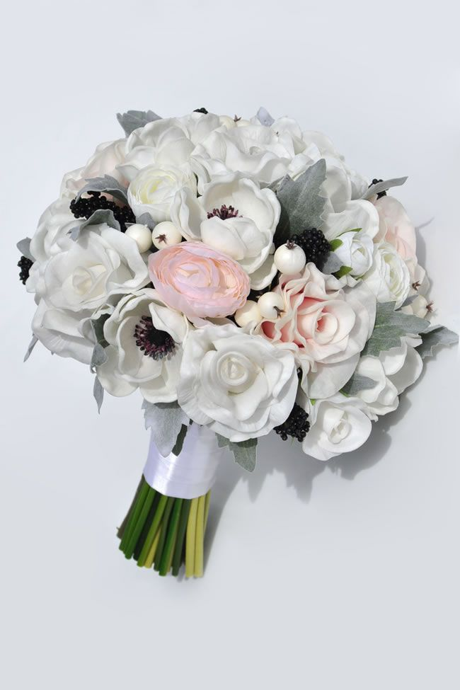 silk-blooms-winter-wedding-taisa-anemone-ranunculus-bride2_2