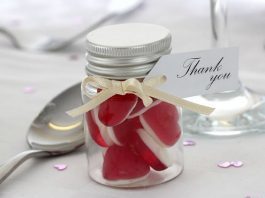 jam-jars-sweets-wedding-favours