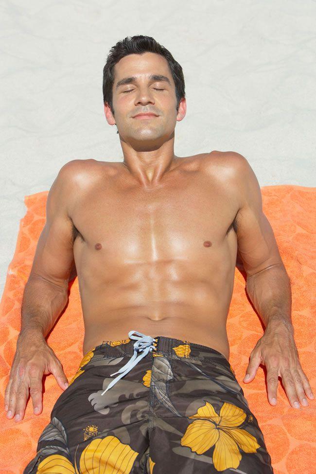 grooms-grooming-Man sunbathing