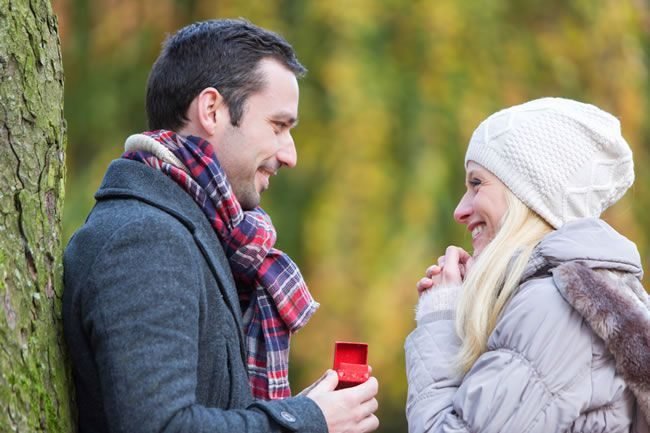 Winter proposal outdoors 5 Reasons To Propose This Christmas!