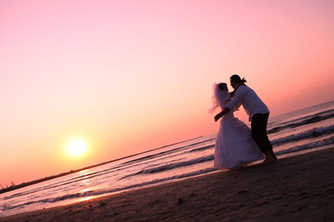 marry-abroad-Wedding Couple on a Beach