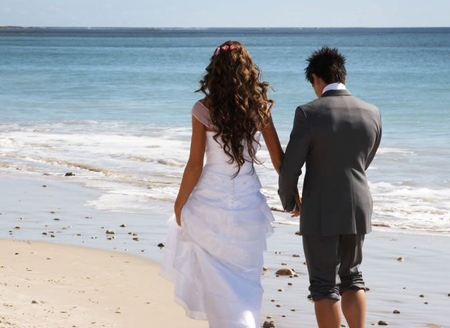 marry-abroad-Wedding Couple walking in sand
