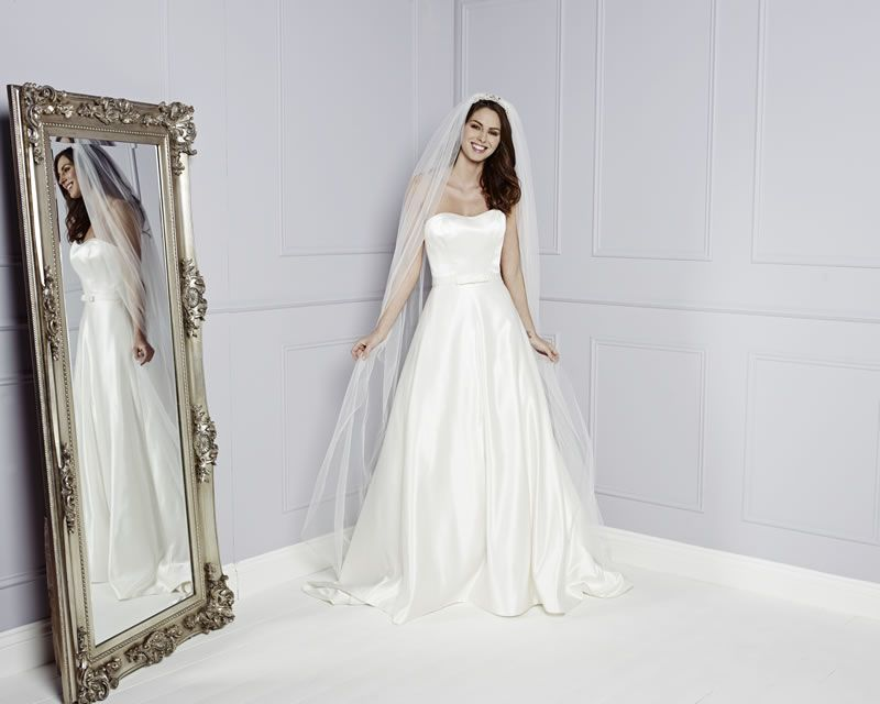 30-best-strapless-dresses-amandawyatt.com APRIL Front - Veil